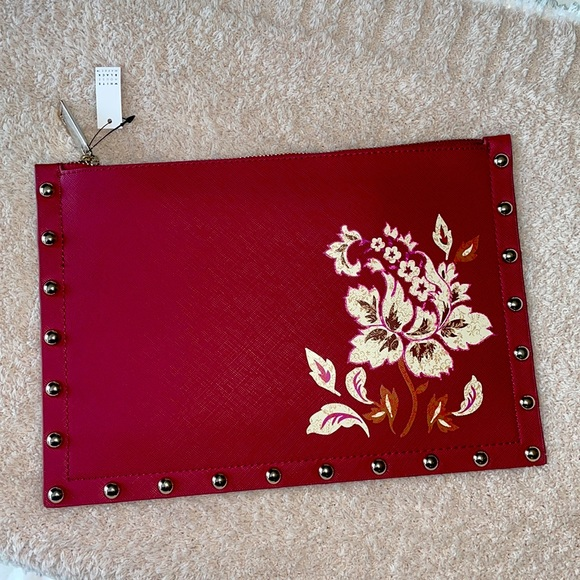 NWT floral clutch from White House Black Market🌺